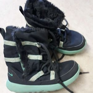 Nike girl's chukka fur lined snow boots size 10C